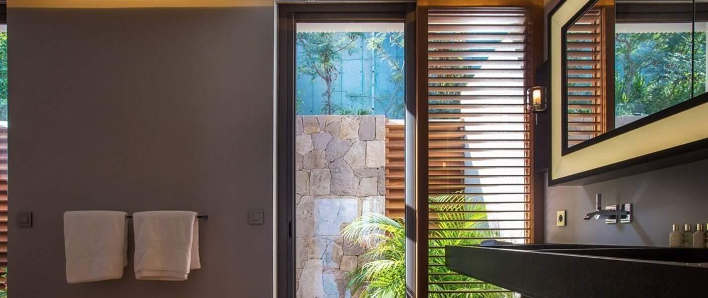 La villa Joy de Laeticia Hallyday à Saint-Barth : une salle de bain
