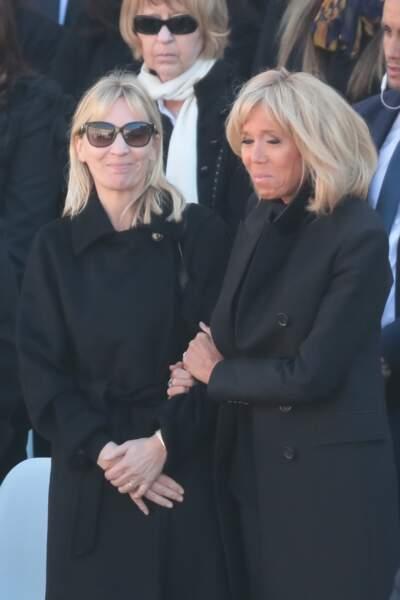 Brigitte Macron, très émue aux côtés de Katia Aznavour, lors de l'hommage national à Charles Aznavour