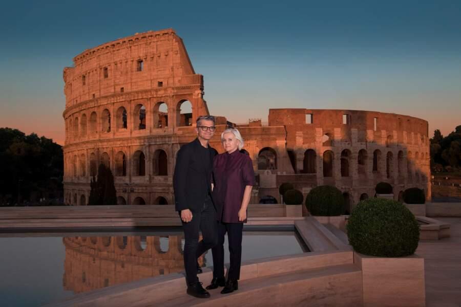 Serge Brunschwig de LVMH et Silvia Venturini Fendi immortalisent cet instant historique pour la maison Fendi.
