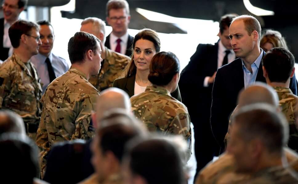Kate Middleton et le prince William lors de leur visite du RAF à Chypre, décembre 2018