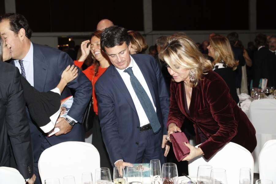 """Manuel Valls et sa compagne Susanna Gallardo complices à la soirée """"Los Premios Planeta 2018 awards"""" à Barcelone."""
