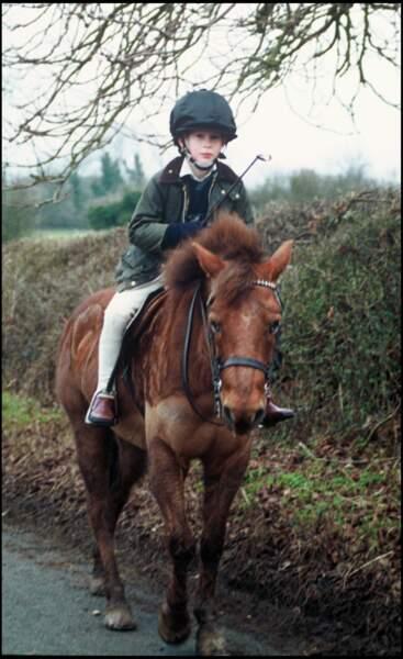 Le prince Harry fait du poney en 1992