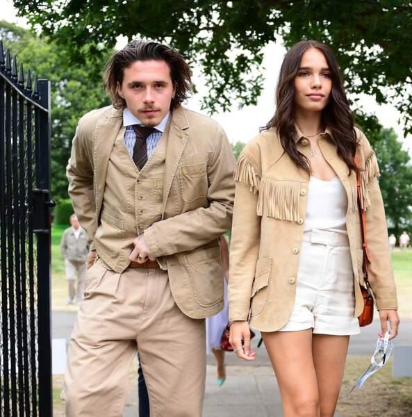 Brooklyn Beckham et sa compagne Hana Cross arrivent pour assister à la finale homme du tournoi de Wimbledon.