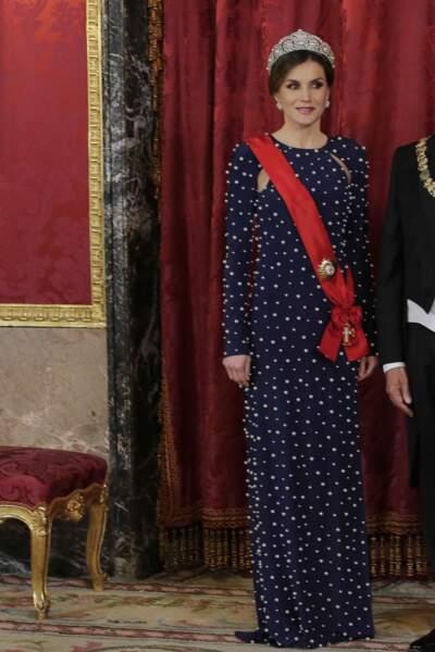 Letizia d'Espagne portait une robe en velours perlée