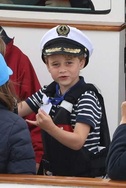 Leur fils aîné, le prince George a fait le déplacement et était parfaitement habillé pour l'occasion