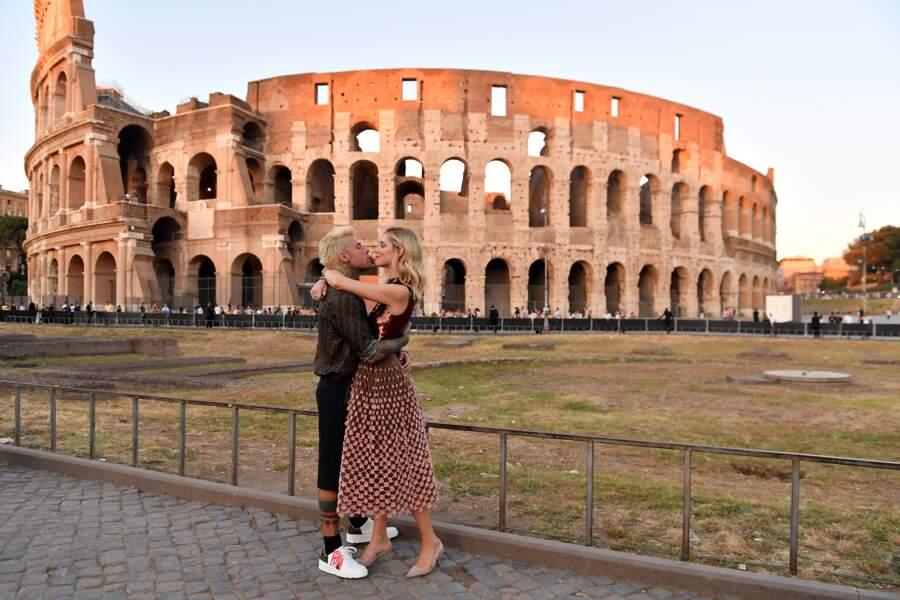 Fedez et Chiara Ferragni, grands amis de la maison Fendi, ont répondu présents à l'appel de l'hommage à Rome.