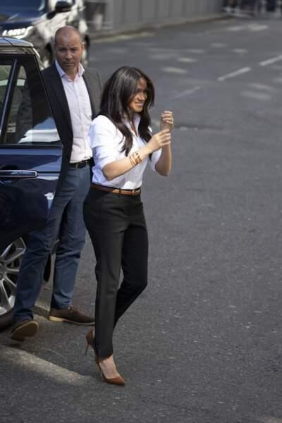 Meghan Markle acclamée lors de son arrivée au magasin John Lewis où est vendue sa collection