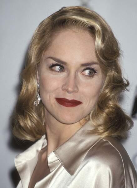 En 1995, Sharon s'est déjà fait un nom et c'est avec glamour qu'elle assiste à la 52e cerémonie des Golden Globes