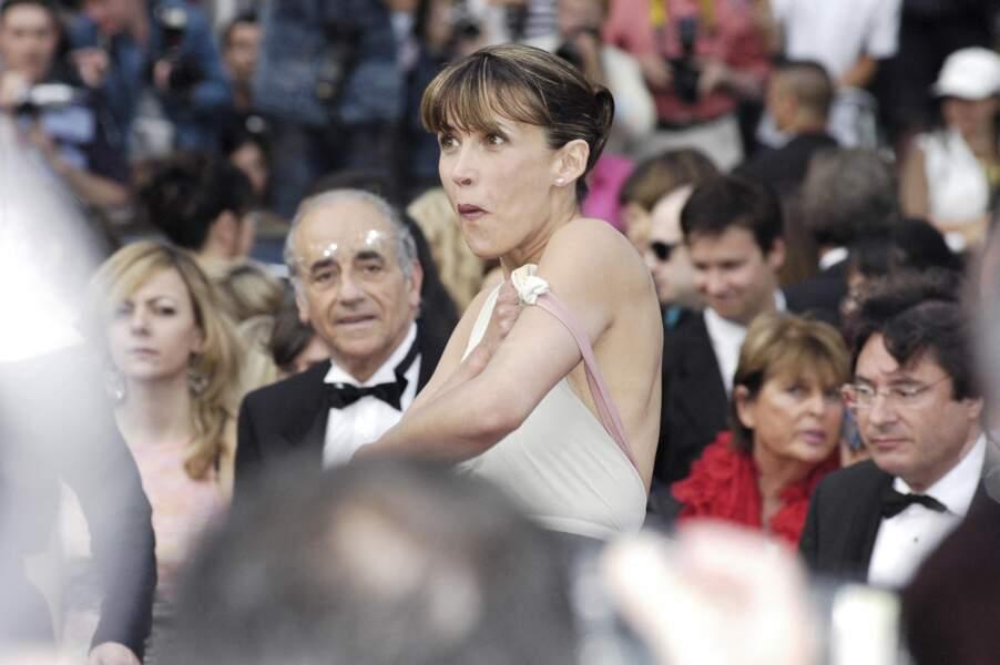 Oups, trop tard... on a tout vu de la poitrine de Sophie Marceau au festival de Cannes 2005.