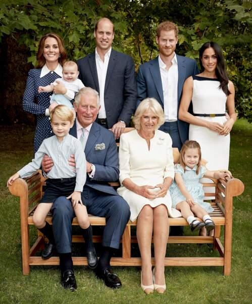 Le prince William, le prince Harry, Kate Middleton et Meghan Markle souriants et réunis pour la photo de famille pour les 70 ans du prince Charles, à Londres, Royaume Uni, le 14 novembre 2018.