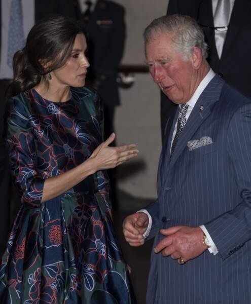 Letizia d'Espagne avec une queue-de-cheval plus classique pour voir le prince Charles le 13 mars 2019.