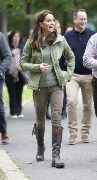 Kate Middleton, duchesse de Cambridge, dans le parc Paddington Recreation Ground à Londres le 2 octobre 2018