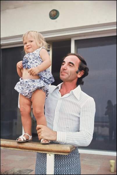 Charles Aznavour avec sa fille Katia, au début des années 70.