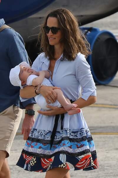 Pippa Middleton avec son fils Arthur, lors des vacances du clan Middleton à Saint-Barth, le 8 janvier 2019