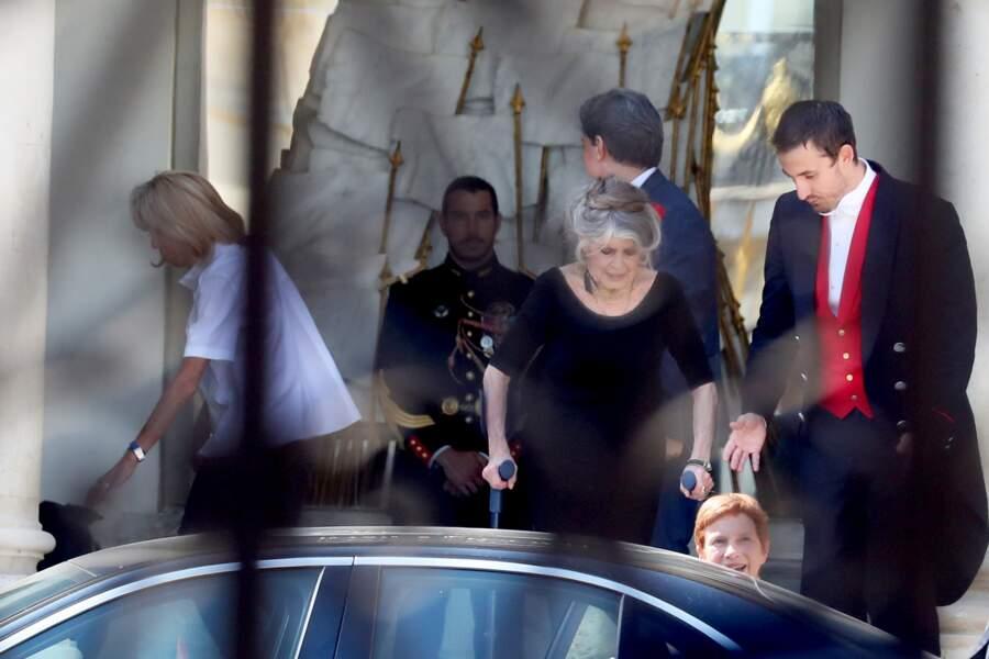 Brigitte Macron tourne son attention vers Nemo, le chien adopté à la SPA par le couple présidentiel