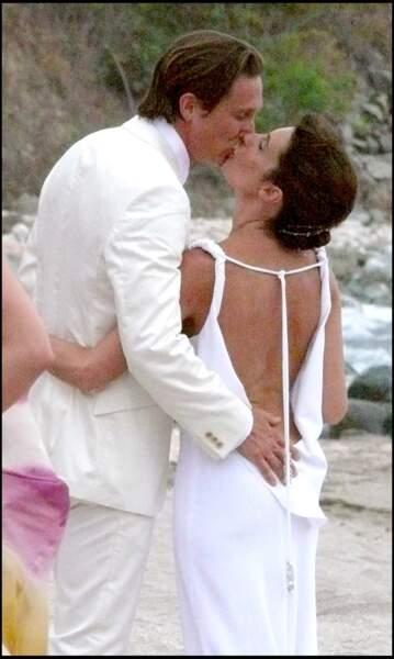 Un joli baiser échangé entre les jeunes mariés Alessandra Sublet et Thomas Volpi
