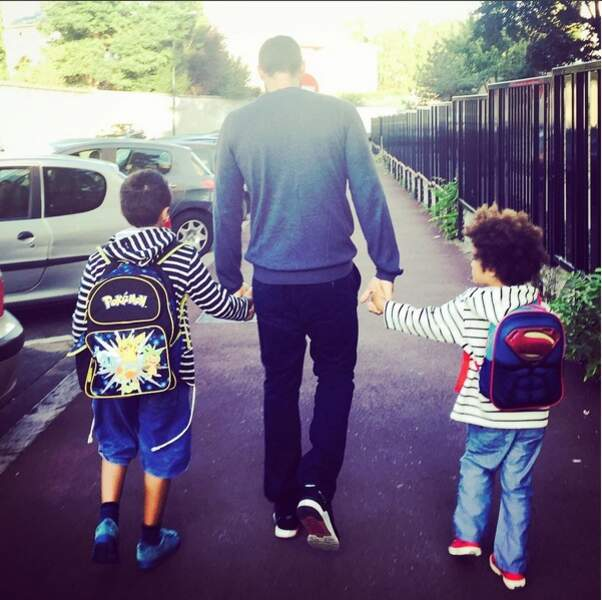 Gil Alma et ses deux fils, Charlie et Sacha