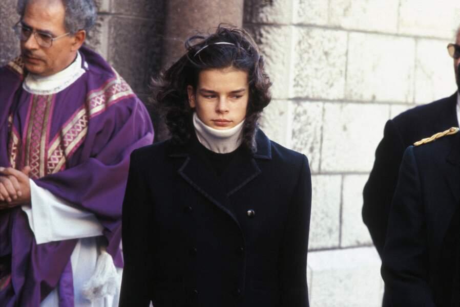 Stéphanie de Monaco assiste à une messe à la mémoire de princesse Grace le 14 octobre 1982