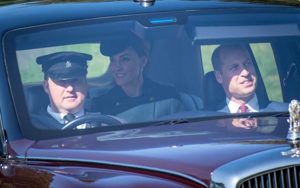 Kate Middleton tout sourire sous un soleil radieux