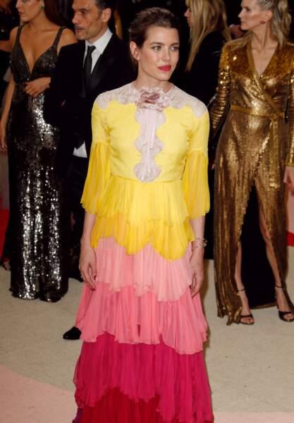 Charlotte Casiraghi colorée en Gucci au Met Gala en 2016