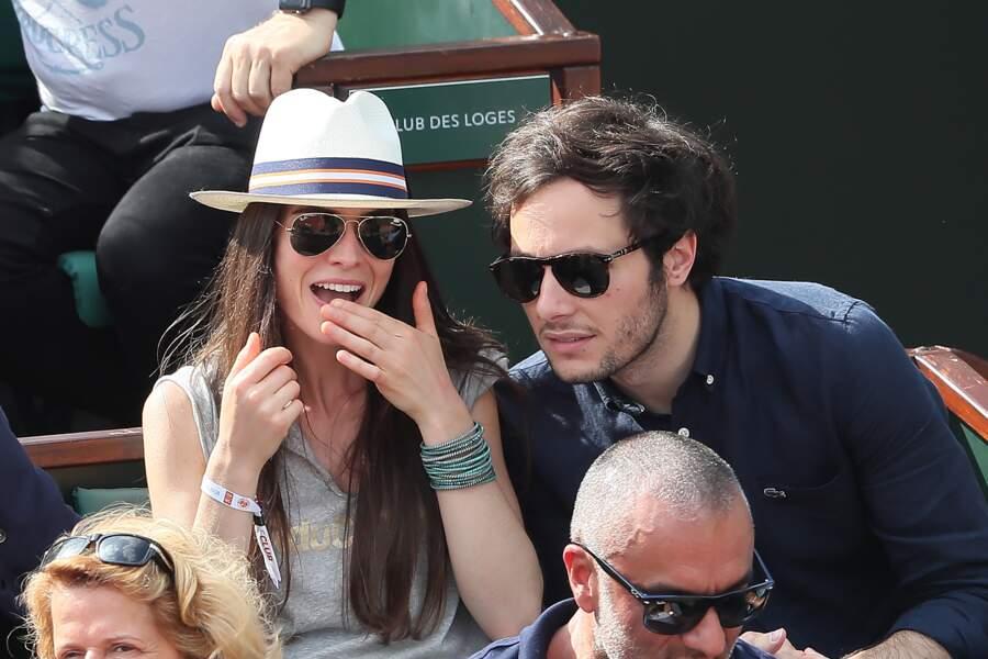 Le chanteur Vianney et sa compagne Catherine Robert profitent du soleil et du tennis