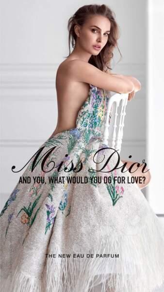 Natalie Portman torride, dévoile un sideboob dans la nouvelle campagne Miss Dior
