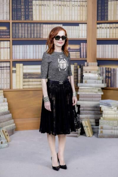 Isabelle Huppert toujours très stylée avec une jupe danseuse