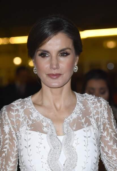 Letizia d'Espagne élégante dans une robe blanche virginale