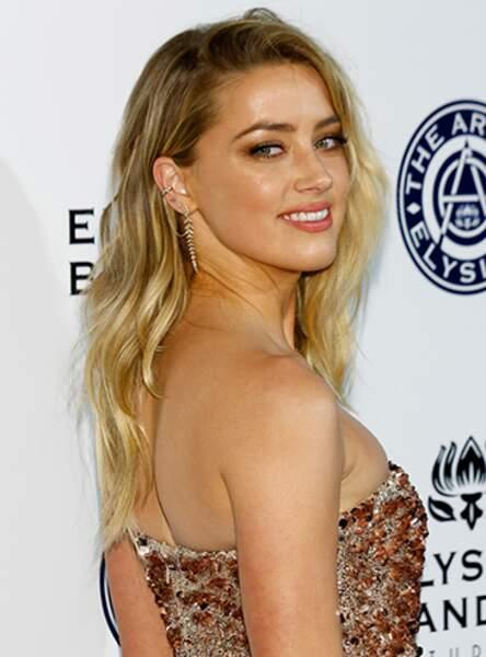 Amber Heard et ses ondulations blondes