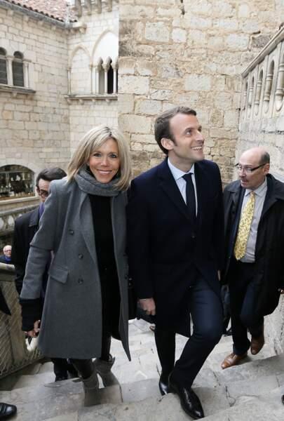 Le couple visite la citadelle fortifiée de Rocamadour et son église prise dans la roche le 24 février 2017.