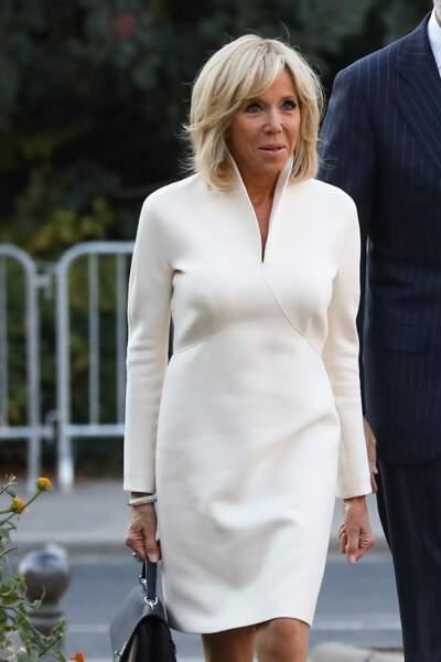Le blanc sera très chic pour les fêtes, à l'image de la robe de Brigitte Macron.