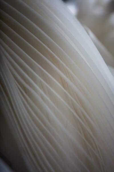 Les plissés de la robe de bal de Bella Hadid au Festival de Cannes 2019 sont en tulle.