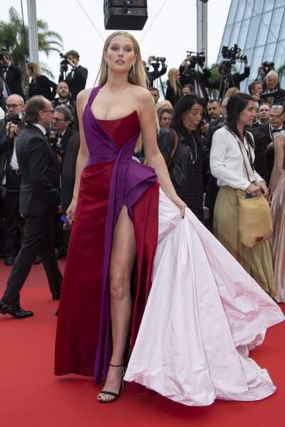 Toni Garrn était présente sur le tapis rouge du Festival de Cannes ce 18 mai