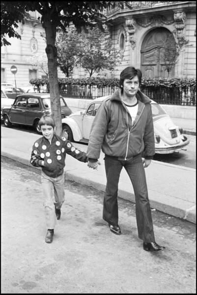 Alain et Anthony Delon. Les premiers pas.