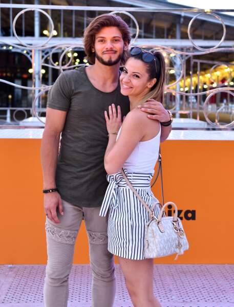 Si elle n'a jamais confirmé, les rumeurs la disent amoureuse de son ancien partenaire de danse, Rayane Bensetti