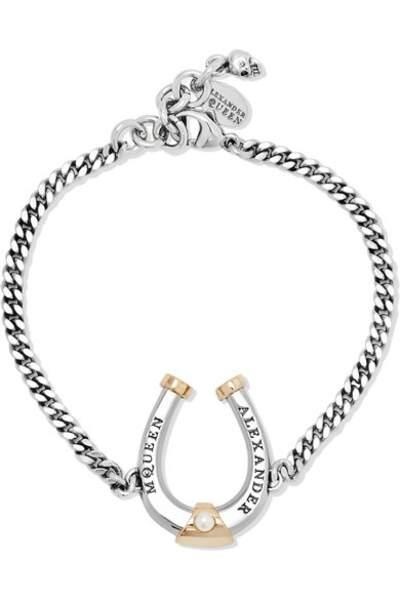 Bracelet en ruthénium, plaqué or et perle Swarovski, Alexander McQueen, 195€