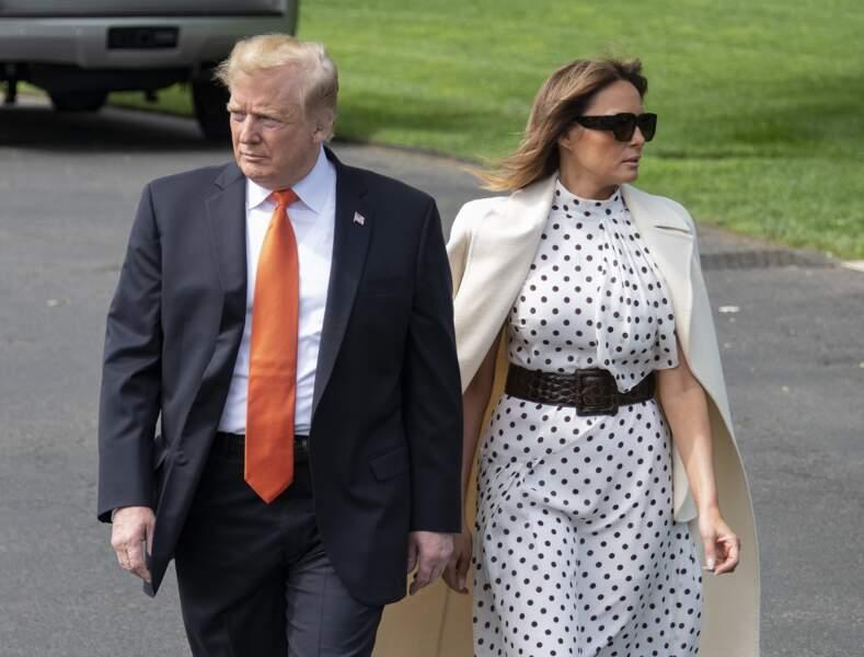 Melania Trump a laissé tombé les tenues moulantes pour une robe fluide à petits pois