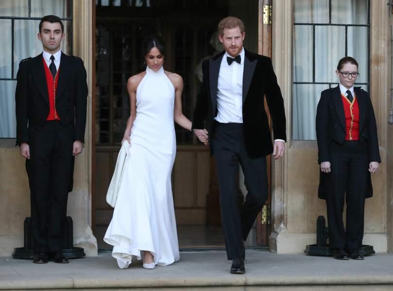 Harry et Meghan (en robe Stella McCartney) se rendent à leur soirée de mariage le 19 mai 2018
