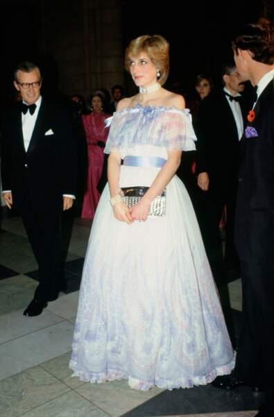 Diana dans une robe meringue signée Bellville Sassoon lors de l'exposition Splendours of the Gonzaga au V&A