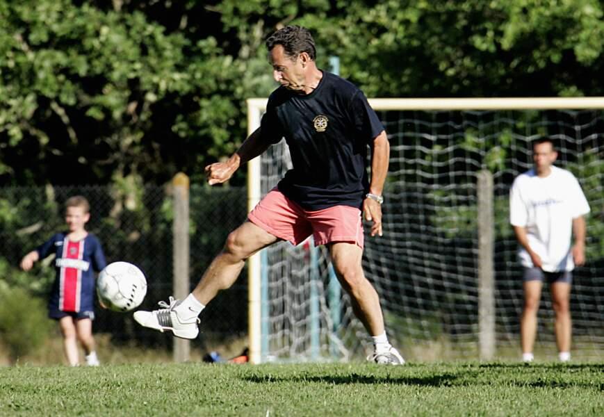Jeu de jambes de Nicolas Sarkozy