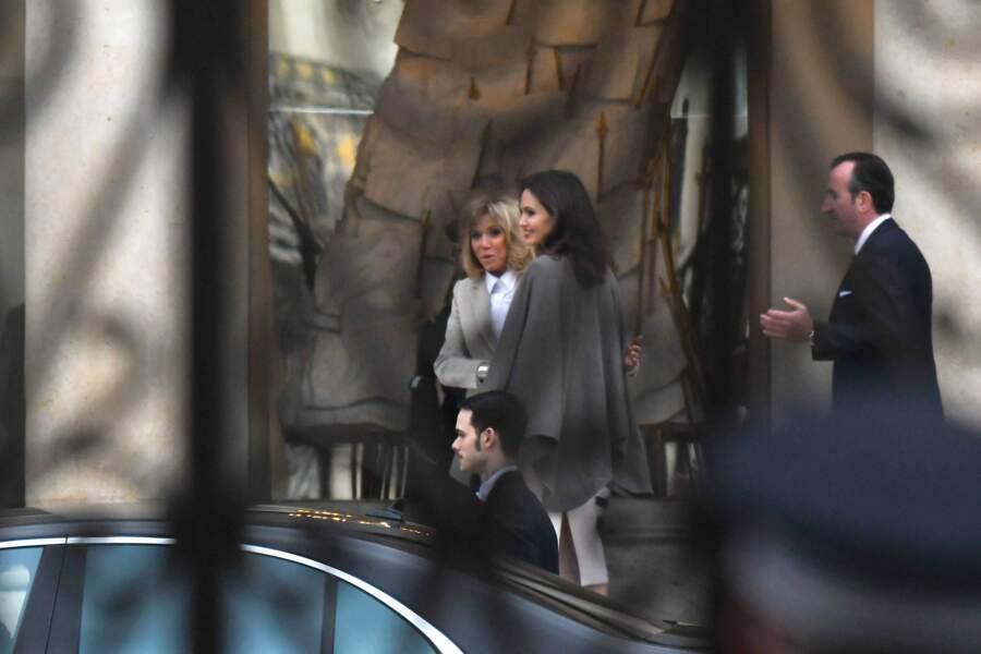 Angelina Jolie et Brigitte Macron, très chic,  quittent l'hôtel Meurice