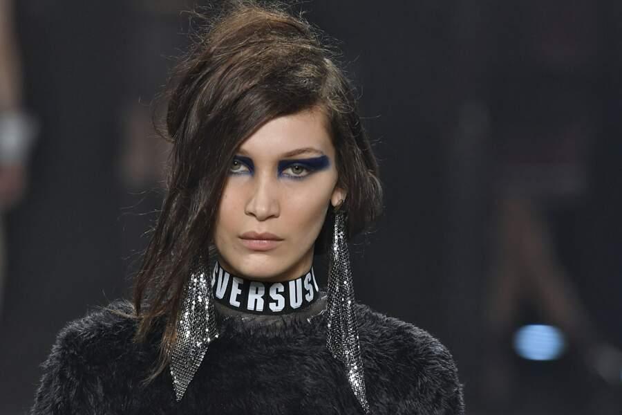 Liner arty façon guerrière chez Versus Versace à Londres
