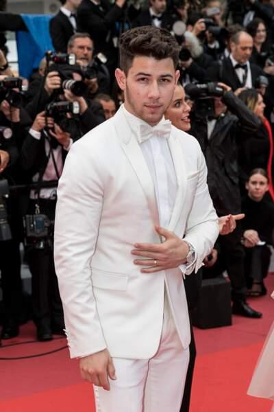 """Nick Jonas (habillé par Berluti) lors de la montée des marches des """"Les plus belles années d'une vie"""""""