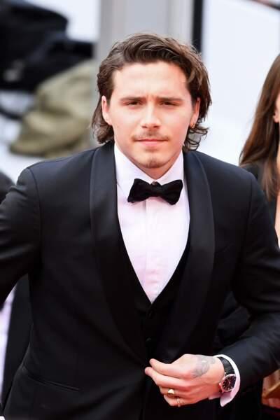 Brooklyn Beckham en costume Salvatore Ferragamo le 21 mai 2019 à Cannes