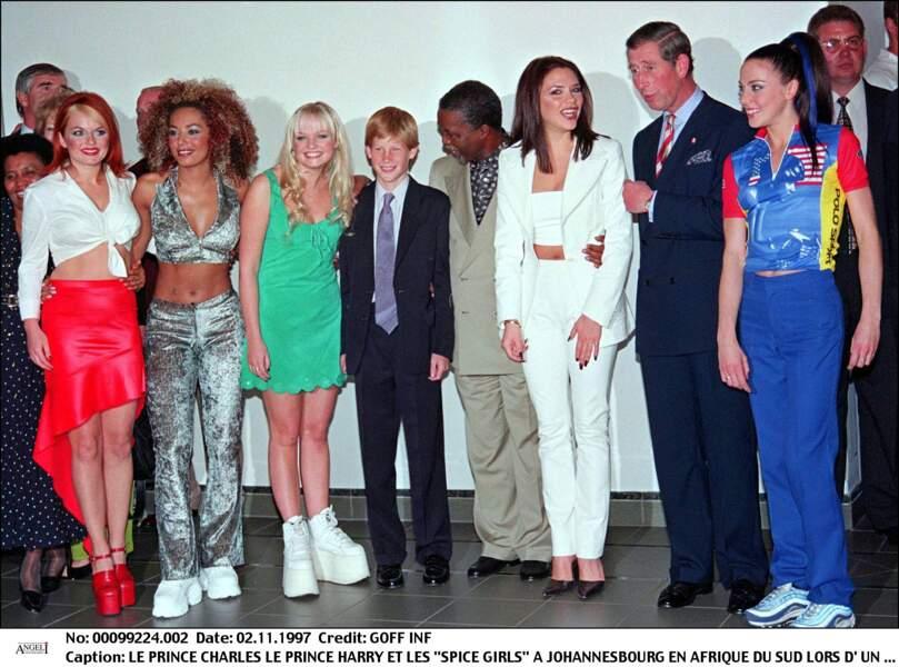 Le prince Harry rencontre les Spice Girls lors d'un voyage en Afrique du Sud en 1997