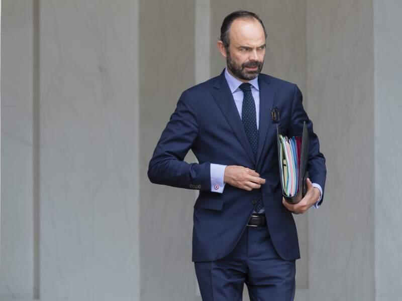 Le Premier ministre Édouard Philippe et ses boutons de manchette au couleur de la France: bleu, blanc et rouge