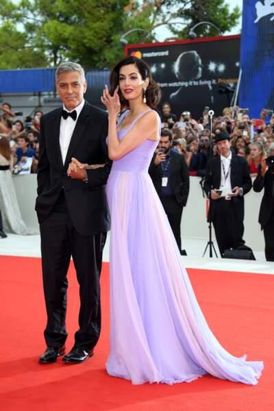 Septembre 2017 : Amal Clooney radieuse en robe longue quelques mois après la naissance de ses jumeaux en juin
