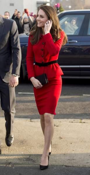 Le tailleur à boutons de Kate Middleton