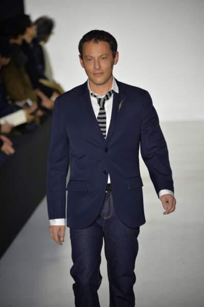 Marc-Olivier Fogiel très élégant avec sa veste de costume.
