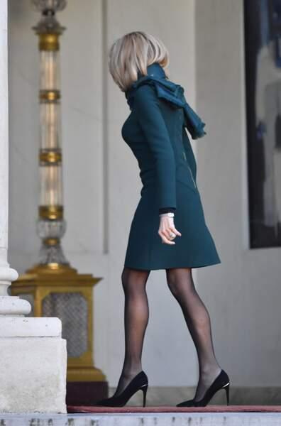 Brigitte Macron renoue avec sa passion pour les robes courtes au-dessus du genou